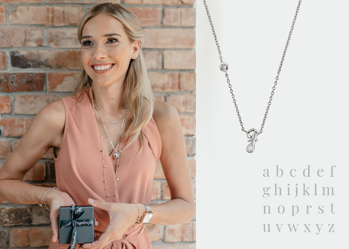 Letter necklace with the initial of your loved one
